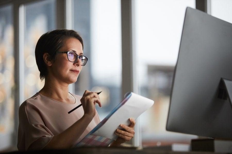 Female Investor.max 1200x600.jpg